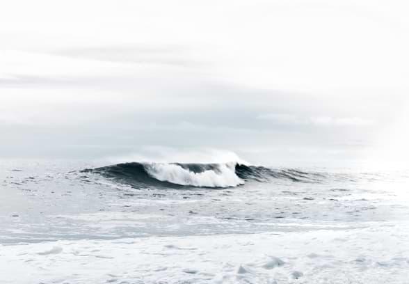 Welle stemmt sich gegen den Ozean